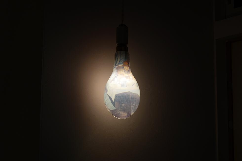 村上郁《電球都市》
